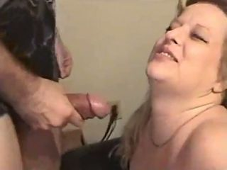 This mature slut loves getting some protein from oral sex