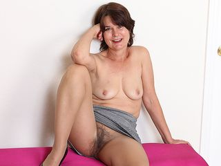 Wooly mature cockslut frolicking with her honeypot
