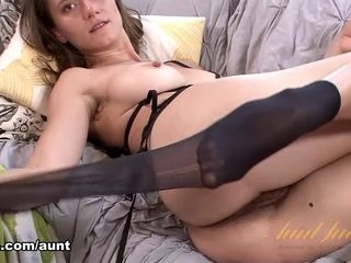 Kitty Coyote in unexperienced vid - AuntJudys