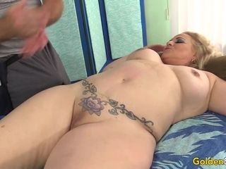 Aged masseuse paws yam-sized Mature cockslut Summer with frigs and fucktoys