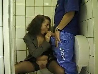 Urin-Genuss! (1990's) - episode 08 - Magma moist - urinating