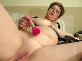 Pumping Out mama makes herself prepped just for you