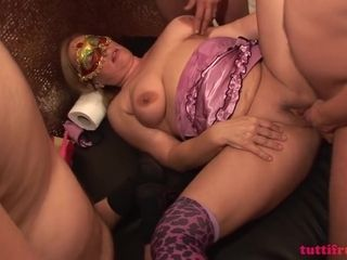 TuttiFrutti - Swinger gang-bang with Mom Ingrid and slu