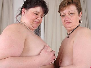 These meaty mature lezzies enjoy to munch cootchie