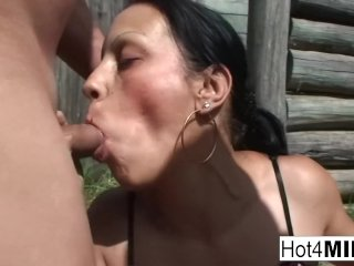 Euro MILF shows off her cocksucking skills