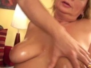 """chubby moms first fist fuck lesson"""