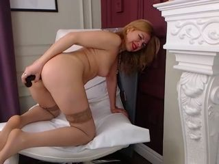 This webcam model has so much fucking experience and I love her solo sessions