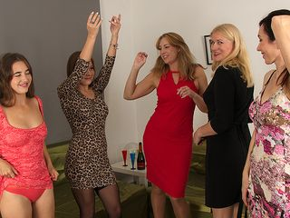 5 wild damsels have a sexparty and we're all invited to observe.