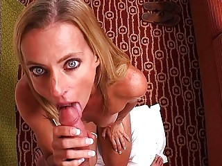 Jackie - Petite mom of 5 has perfect pussy