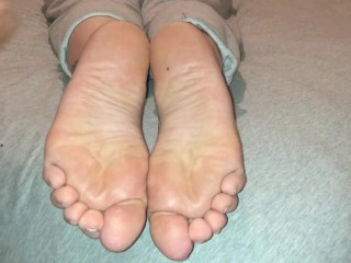 Mature Wide Soles Cumshot
