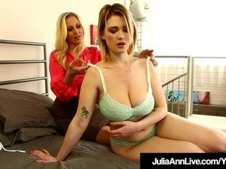 Fucky-fucky Bomb cougar Julia Ann Finger nails youthful Siri fucky-fucky industry star!