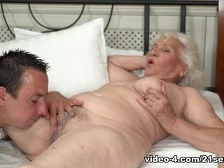 Norma in Rob enjoys Norma's poon - 21Sextreme