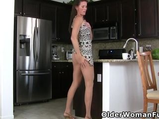 American mature Sofie shares her wonderful body with you