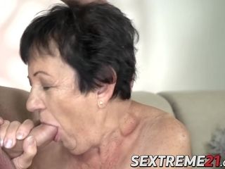 Massive butt grannie get her labia jammed by junior paramour