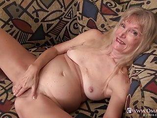 Omageil wild grannie getting off her elderly vagina