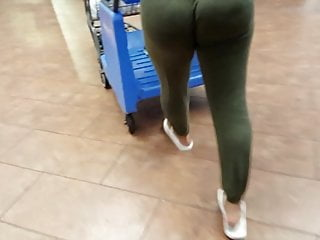 Ridiculous Big Booty In Spandex