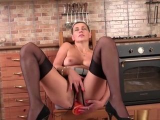 Unshaved housewife fingerblasting herself