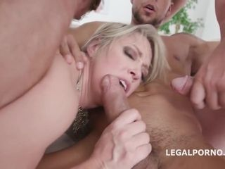 More dicks inside her, better for Dee Williams because she can never have enough of fucking