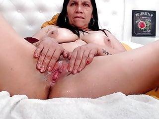 Pissing Latina Milf