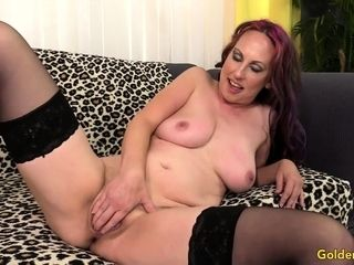 Erotic granny gets unfurnished with the addition of spatter their way full-grown pussy be suitable sucks