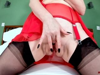 British mature Red XXX is all alone and horny