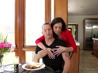 Big booty MILF gives a great blowjob