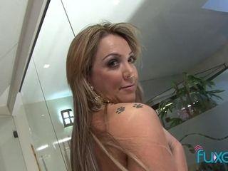 Latina MILF Alessandra Maia