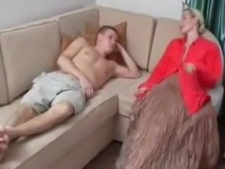 What is the Name of the Blonde Mature MILF with not son ?