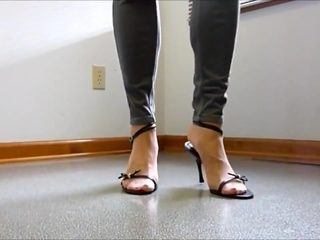 Mature shows Her feet in jeans