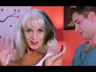 Older lady gets her holes fucked