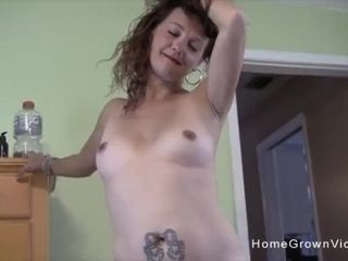 Trampy cougar deepthroats and bangs a good-sized man in homemade vid