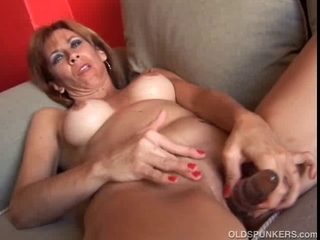 Older redhead non-professional with admirable titties shows u how this babe