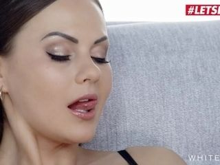 White Boxxx - Facesitting & Pussy Licking Fetish With Hot MILF Tina Kay