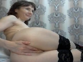 Shy milf fisting herself on webcam