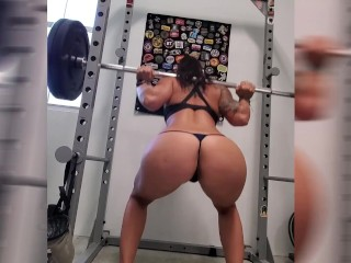 Fit Milf in the doing naked squats