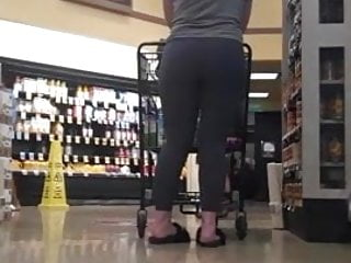 Tempting PAWG, getting attention leggings and a bubble butt.