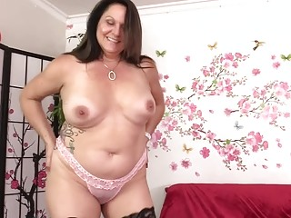 Chunky Mature Beauty Leylani Wood Enjoys a Machine Induced Orgasm