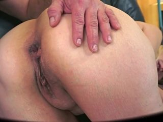 Round Booty Anal Granny - 133