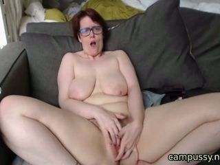 Mischievous mature wants you to screw her live on webcam