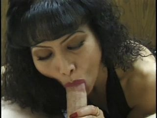 Older Oriental likes engulfing that ramrod