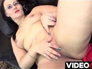 Polskie pornography - Gorąca mamuśka zaprasza