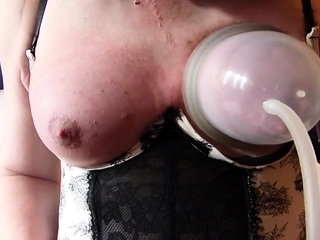 CD Mature pumping your knockers