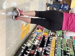 Sexy ass gym booty milf