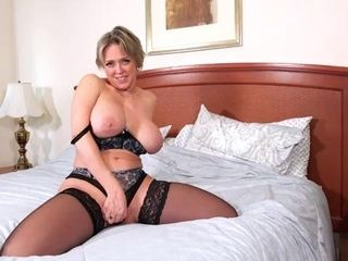 Seductive, blonde woman with big tits, Dee Williams likes to show her best masturbation routine