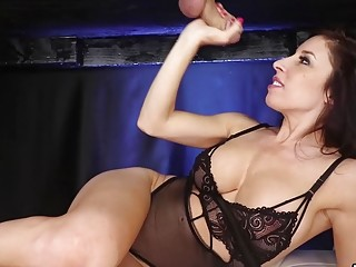 Gorgeous MILF vs 8 Incher  she cums first
