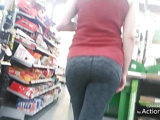 Candid stretch pants bouncy bum