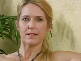 Trish is a dirty minded, blonde mature who likes to spread up and show her hairy pussy