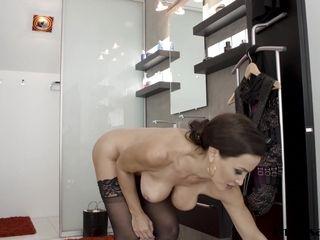 Cougar porn industry star Lisa Ann jism strewn after assfuck penetrating
