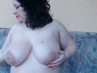 milf shows tits