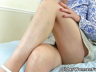 German milf Kristine Von Saar finger fucks her mature pussy
